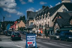 Glengarriff, Ierland - dorp van ongeveer 800 mensen op de N71 nationale secundaire weg in het Beara-Schiereiland van Cor van de P royalty-vrije stock foto