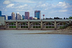Glenmore Dam with Calgary city centre Stock Images