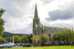 Glenmuick församlingkyrka Ballater Aberdeenshire, Skottland fotografering för bildbyråer