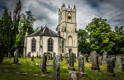 Glenorchy församlingkyrka och gravstenar på kyrkogården i Dalmally Skottland Arkivfoton