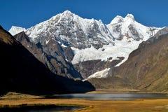 Gletscher über dem See Stockfoto