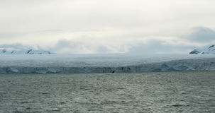 Gletscher, der den Ozean bei Svalbard in Norwegen trifft Lizenzfreie Stockfotografie