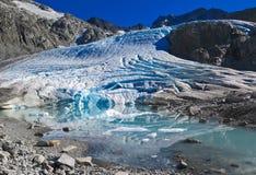 Gletscher-Fütterungstürkis alpiner See Lizenzfreies Stockbild
