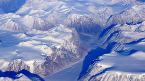 Gletscher in Grönland aus dem Flugzeug. Glacier on Greenland beginning to speed up heading for the sea. Image taken from an Airplane stock image