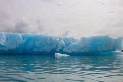 Gletscher in kenai fyords Nationalpark am Bärngletscher auf Kayak fahrender Reise lizenzfreies stockfoto