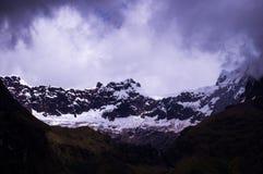 Gletscher am Schnee bedeckte EL-Altar-Vulkan in den Anden in Ecuador lizenzfreie stockfotos