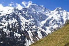 Gletscher sieben und Berg Cheget Lizenzfreie Stockfotos