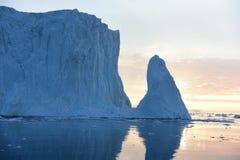 Gletscher am Sonnenuntergang und an den Schatten Stockfoto
