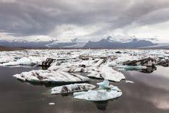 Gletscher und Eisberge, Island lizenzfreies stockbild