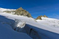 Gletscherspalte auf dem Gletscher Plateau du Trient stockbild