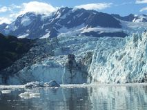 Gletsjer bij dageraad Royalty-vrije Stock Foto's