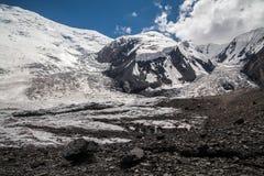 Gletsjer dichtbij de piek van Lenin Het gebied van Pamir kyrgyzstan Royalty-vrije Stock Fotografie