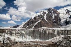 Gletsjer dichtbij de piek van Lenin Het gebied van Pamir kyrgyzstan Royalty-vrije Stock Foto