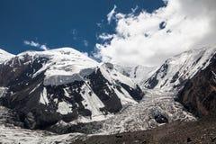 Gletsjer dichtbij de piek van Lenin Het gebied van Pamir kyrgyzstan Royalty-vrije Stock Afbeeldingen