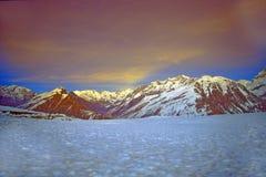 Gletsjer Himalayagebergte India stock foto's