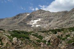 Gletsjer met sneeuw in de vroege lente Royalty-vrije Stock Foto's