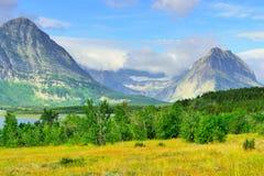 Gletsjer Nationaal Park door Sherburne meer Royalty-vrije Stock Fotografie