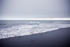 Gletsjer op het Zwarte Strand van het Zand Stock Afbeeldingen
