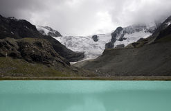 Gletsjer Switserland lake the moiry. With high mountains and snow and ice Royalty Free Stock Photos