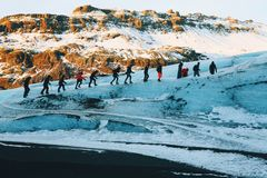 Gletsjergang, Solheimajokull, IJsland Stock Foto