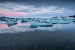 Gletsjerlagune in Oost-IJsland - panorama Royalty-vrije Stock Afbeeldingen