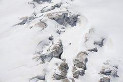 Gletsjerspleten en seracs op een sneeuwgebied in Mont Blanc a Stock Foto's