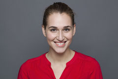 Glühendes Glückkonzept für leuchtendes Mädchen 20s Stockfoto