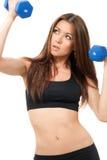 Gli ABS dell'istruttore della donna di forma fisica risolvono Fotografie Stock