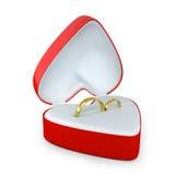Gli accoppiamenti degli anelli di cerimonia nuziale in un cuore hanno modellato la casella Fotografia Stock Libera da Diritti