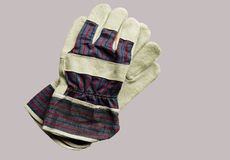 Gli accoppiamenti dei guanti del lavoro hanno isolato Fotografia Stock Libera da Diritti