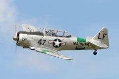 Gli aerei di Harvard Warbird rallentano il passaggio immagine stock libera da diritti