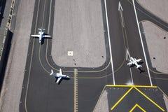 Gli aerei pronti per decollano Fotografia Stock