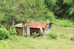 Gli agricoltori alloggiano con il tetto del metallo Fotografie Stock