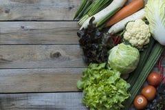 Gli agricoltori freschi commercializzano la frutta e la verdura da sopra con lo PS della copia Fotografia Stock Libera da Diritti