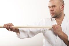 Gli aikidi equipaggiano con un bastone Fotografie Stock Libere da Diritti