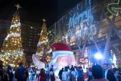 Gli alberi di Natale e della luce decorano il bei Natale e nuovo anno Fotografia Stock