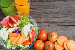 Gli alimenti sani sono sulla tavola, Immagini Stock
