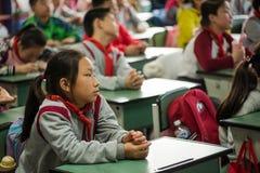 Gli allievi assistono ad una lezione in un'aula Fotografia Stock