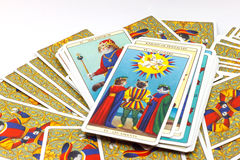 Gli amanti, carta di tarocchi su fondo bianco Fotografie Stock