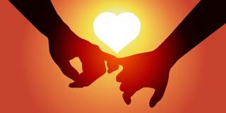 Gli amanti si tengono per mano davanti ad un sole che forma un cuore illustrazione di stock