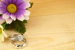 Gli anelli di cerimonia nuziale Fotografie Stock Libere da Diritti