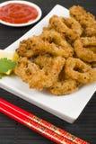 Orientale ha fritto nel grasso bollente gli anelli del calamaro Fotografie Stock Libere da Diritti