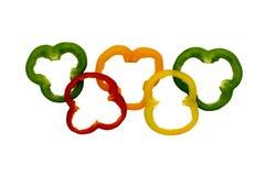 Gli anelli variopinti del peperone dolce hanno sistemato come gli anelli olimpici Fotografia Stock Libera da Diritti