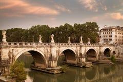 Gli angeli gettano un ponte su nel Vaticano Immagine Stock
