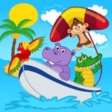 Gli animali sulla barca guidano con la scimmia sul deltaplano Immagini Stock Libere da Diritti