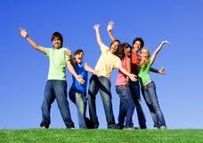 Gli anni dell'adolescenza raggruppano avere divertimento, Fotografie Stock