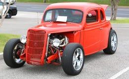 gli anni 40 Ford Antique Vehicle di modello con il motore su esposizione immagine stock