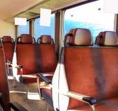 Gli annunci dell'interno in bianco appendono il bordo sul treno o sul bus, pronto per la pubblicità Fotografia Stock Libera da Diritti