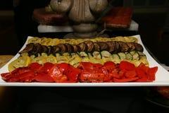 Gli aperitivi deliziosi sono pronti per gli ospiti Immagine Stock Libera da Diritti