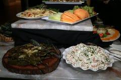 Gli aperitivi deliziosi sono pronti per gli ospiti Fotografie Stock Libere da Diritti
